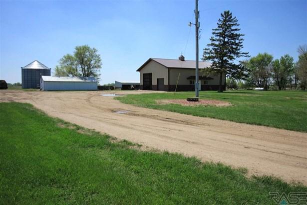 Ranch, Single Family - Hurley, SD (photo 4)