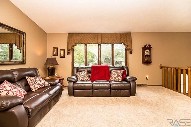 Split Foyer, Single Family - Sioux Falls, SD (photo 4)