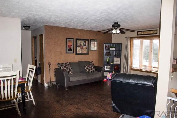 Split Foyer, Single Family - Hartford, SD (photo 4)