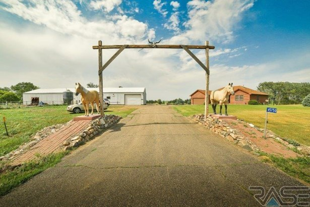 Ranch, Single Family - Madison, SD (photo 1)