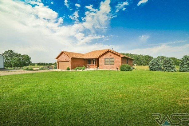 Ranch, Single Family - Madison, SD (photo 2)