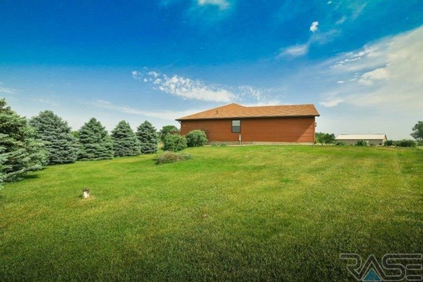 Ranch, Single Family - Madison, SD (photo 5)