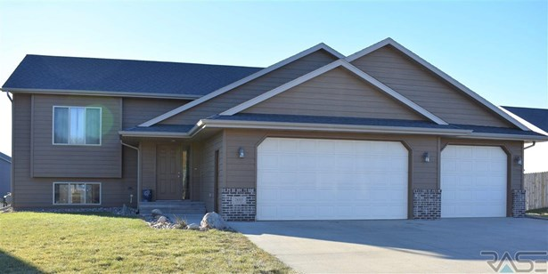 Split Foyer, Single Family - Brandon, SD (photo 1)