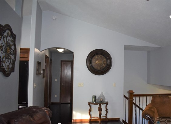 Split Foyer, Single Family - Brandon, SD (photo 2)