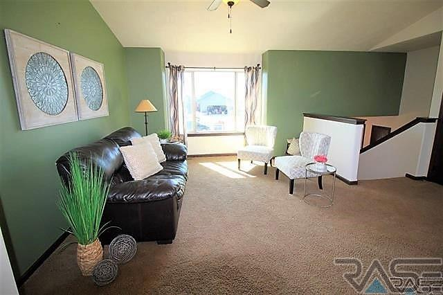 Split Foyer, Single Family - Harrisburg, SD (photo 4)
