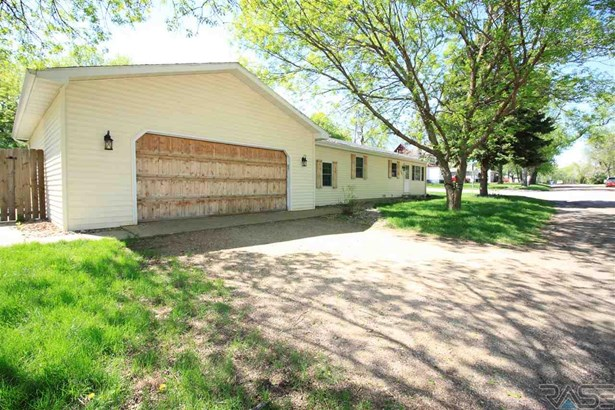 Ranch, Single Family - Lennox, SD (photo 1)