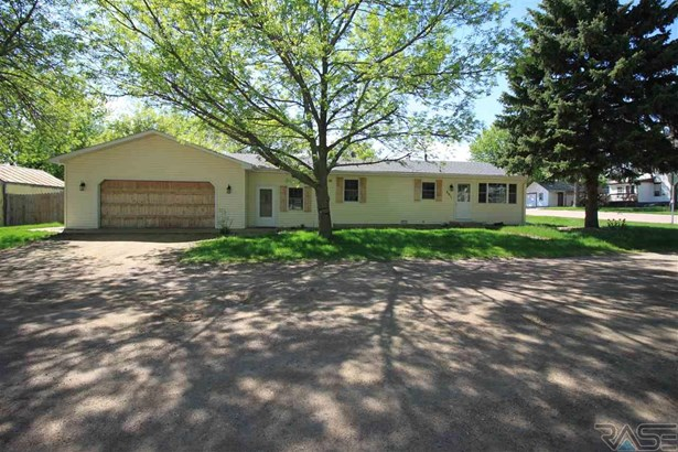 Ranch, Single Family - Lennox, SD (photo 3)