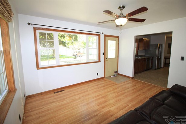 Ranch, Single Family - Lennox, SD (photo 5)