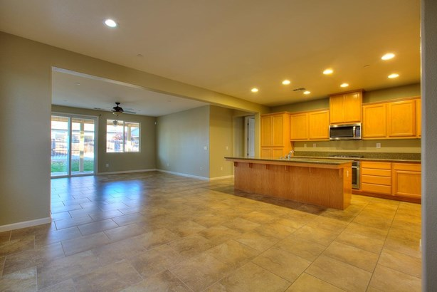 1035 Clearwater Creek Blvd, Manteca, CA - USA (photo 4)