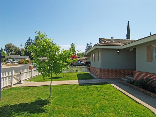 2261 Jordanollo St, Escalon, CA - USA (photo 4)