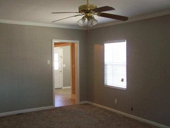 637 Chestnut St, Turlock, CA - USA (photo 2)