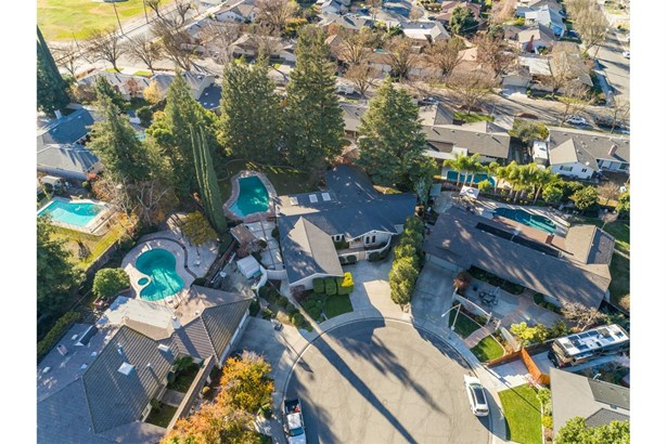 1000 Shaftesbury Ct, Modesto, CA - USA (photo 2)