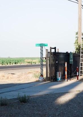 10712 E Mariposa Rd, Stockton, CA - USA (photo 3)