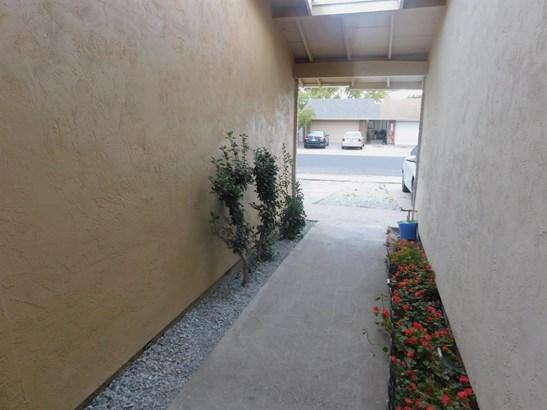 301 Lambert Ct, Lodi, CA - USA (photo 5)