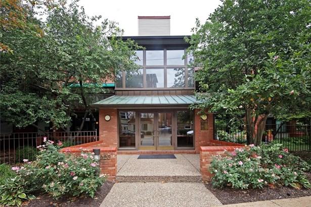 Condo, Traditional,Garden Apartment - Clayton, MO