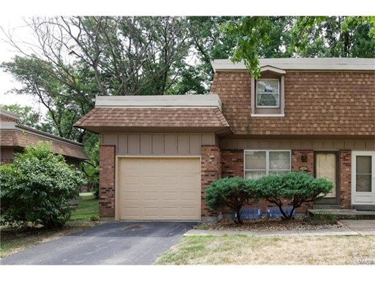 Condo,Condo/Coop/Villa, Traditional,Townhouse - Maryland Heights, MO (photo 1)