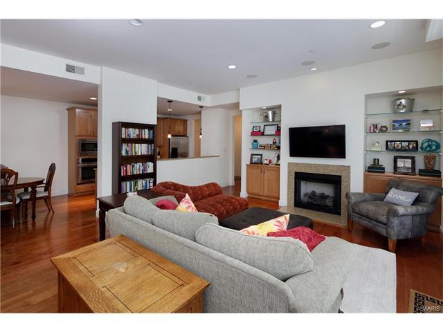 Condo,Condo/Coop/Villa, Contemporary - Clayton, MO (photo 2)
