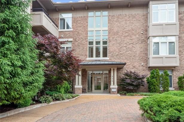 Contemporary,Traditional,Garden Apartment, Condo - Clayton, MO