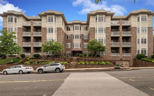 Condo, Traditional,Garden Apartment - University City, MO