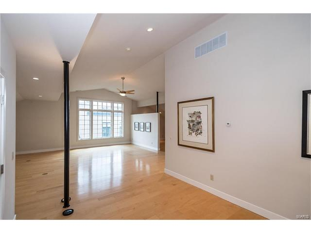 Condo,Condo/Coop/Villa, Contemporary - Clayton, MO (photo 4)