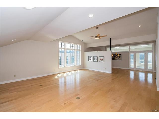 Condo,Condo/Coop/Villa, Contemporary - Clayton, MO (photo 5)