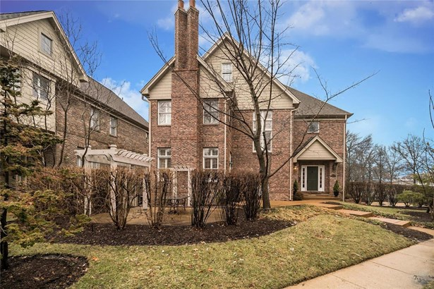 Villa, Traditional,Townhouse - Clayton, MO