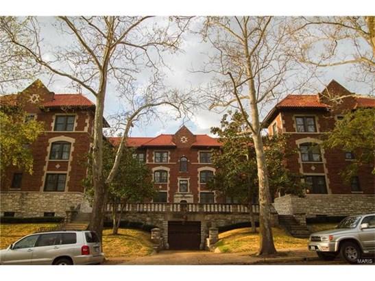Condo,Condo/Coop/Villa, Traditional - Clayton, MO (photo 1)