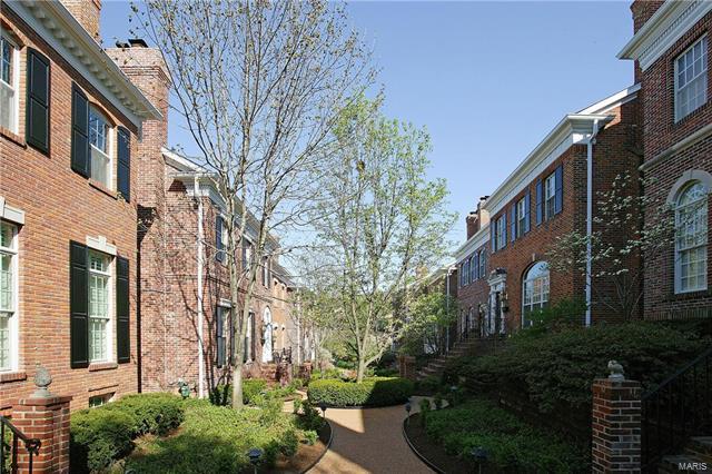 Condo,Condo/Coop/Villa, Traditional,Townhouse - Clayton, MO (photo 1)