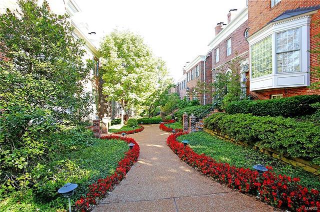 Condo,Condo/Coop/Villa, Traditional,Townhouse - Clayton, MO (photo 2)