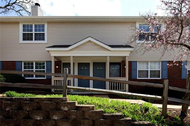 Condo,Condo/Coop/Villa, Traditional - Brentwood, MO (photo 1)