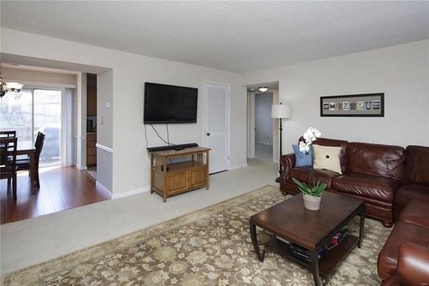 Condo,Condo/Coop/Villa, Traditional - Brentwood, MO (photo 3)