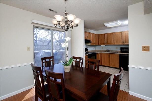 Condo,Condo/Coop/Villa, Traditional - Brentwood, MO (photo 5)