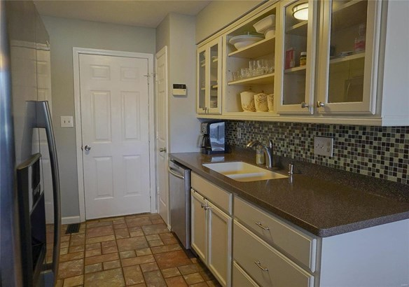 Traditional,Townhouse, Condo - Maryland Heights, MO (photo 5)
