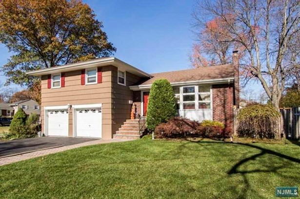 138  Gordon Ct, Oradell, NJ - USA (photo 2)