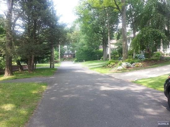 Demarest, NJ - USA (photo 4)