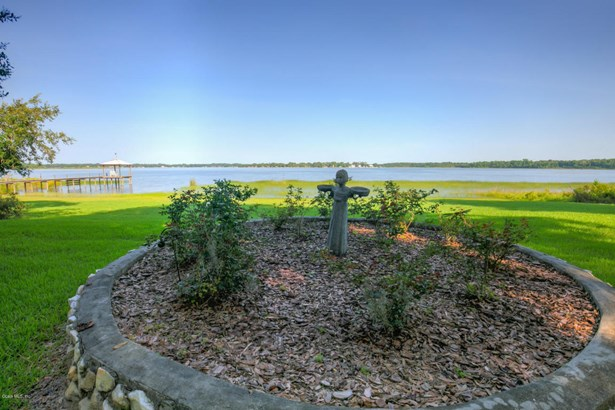 Single Family Waterfront - Weirsdale, FL (photo 5)