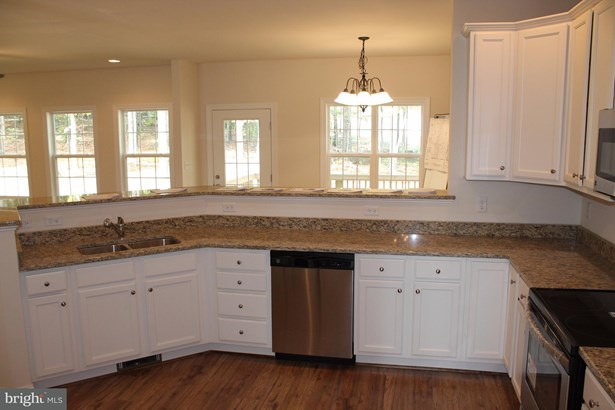 Single Family Residence, Colonial - WINCHESTER, VA (photo 5)