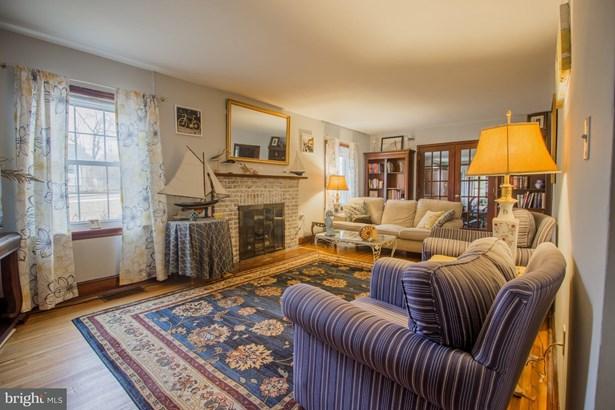 Cape Cod, Single Family Residence - MARTINSBURG, WV (photo 2)