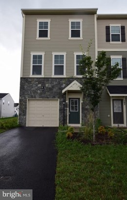 Colonial, End Of Row/Townhouse - STEPHENSON, VA