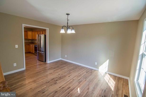 Single Family Residence, Colonial - FRONT ROYAL, VA (photo 5)