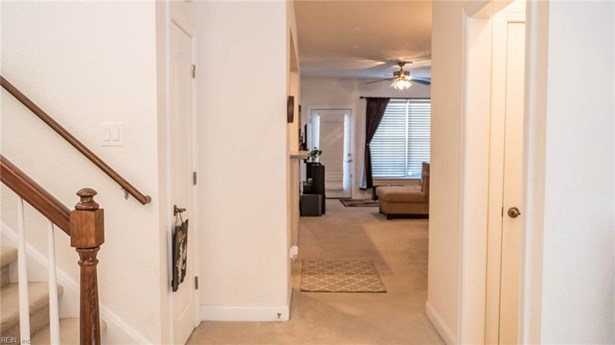 Transitional, Attached,Attached Residential - Virginia Beach, VA (photo 4)