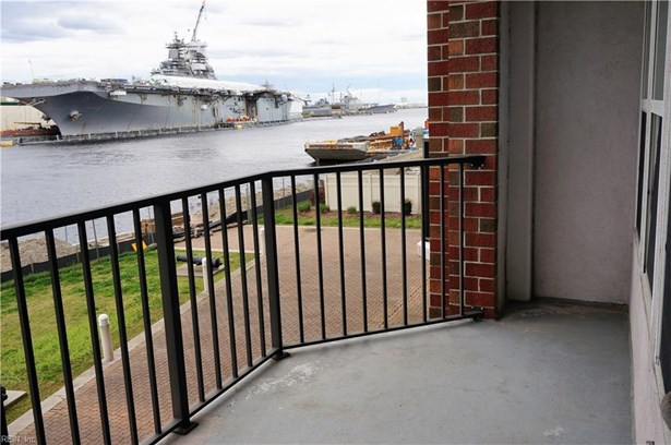Attached,Attached Residential, High-Rise,Traditional - Portsmouth, VA (photo 1)