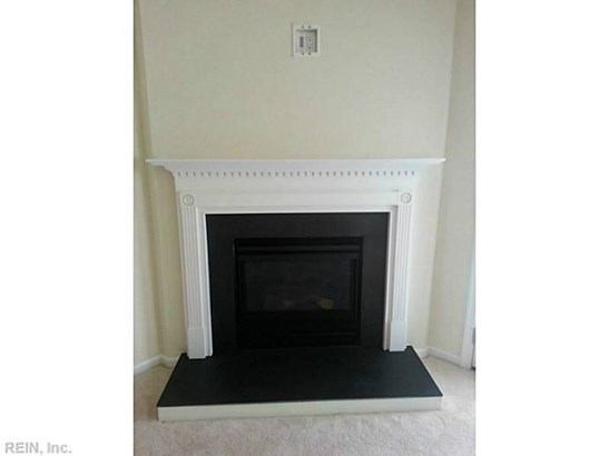 Attached,Attached Residential, Townhouse - Newport News, VA (photo 3)