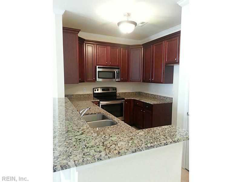 Attached,Attached Residential, Townhouse - Newport News, VA (photo 5)