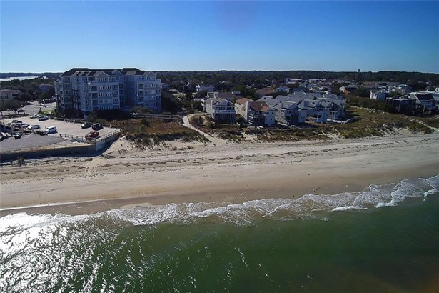 Attached,Attached Residential, Mid Rise - Virginia Beach, VA (photo 1)