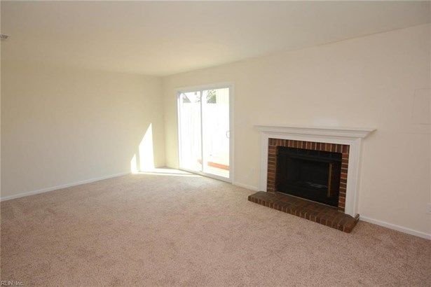 Attached,Attached Residential, Townhouse - Virginia Beach, VA (photo 3)