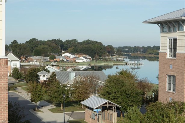 Attached,Attached Residential, Mid Rise - Norfolk, VA (photo 3)