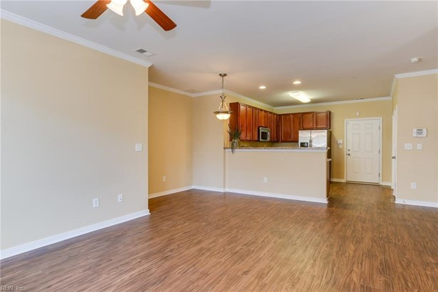 Attached,Attached Residential, Townhouse,Traditional - Newport News, VA (photo 4)