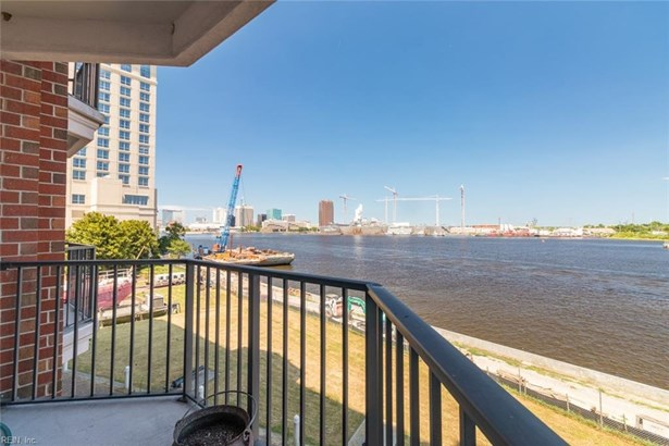 Attached,Attached Residential, High-Rise - Portsmouth, VA (photo 1)