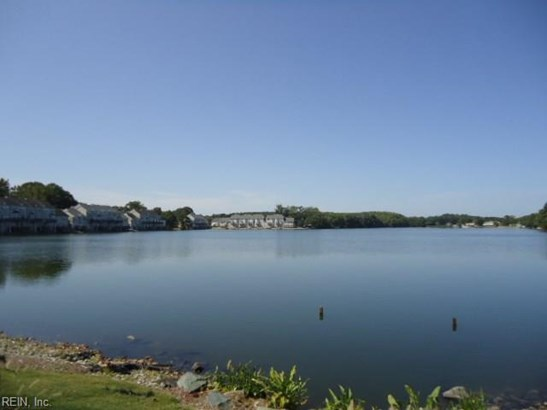 Attached,Attached Residential, Lo Rise - Virginia Beach, VA (photo 1)